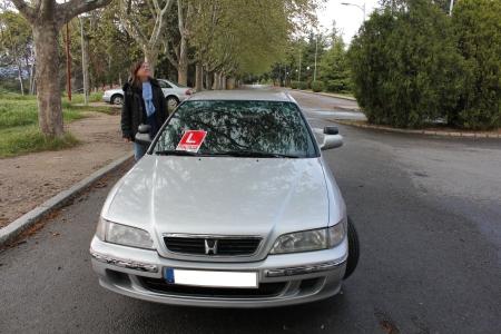 Mi madre junto a mi coche